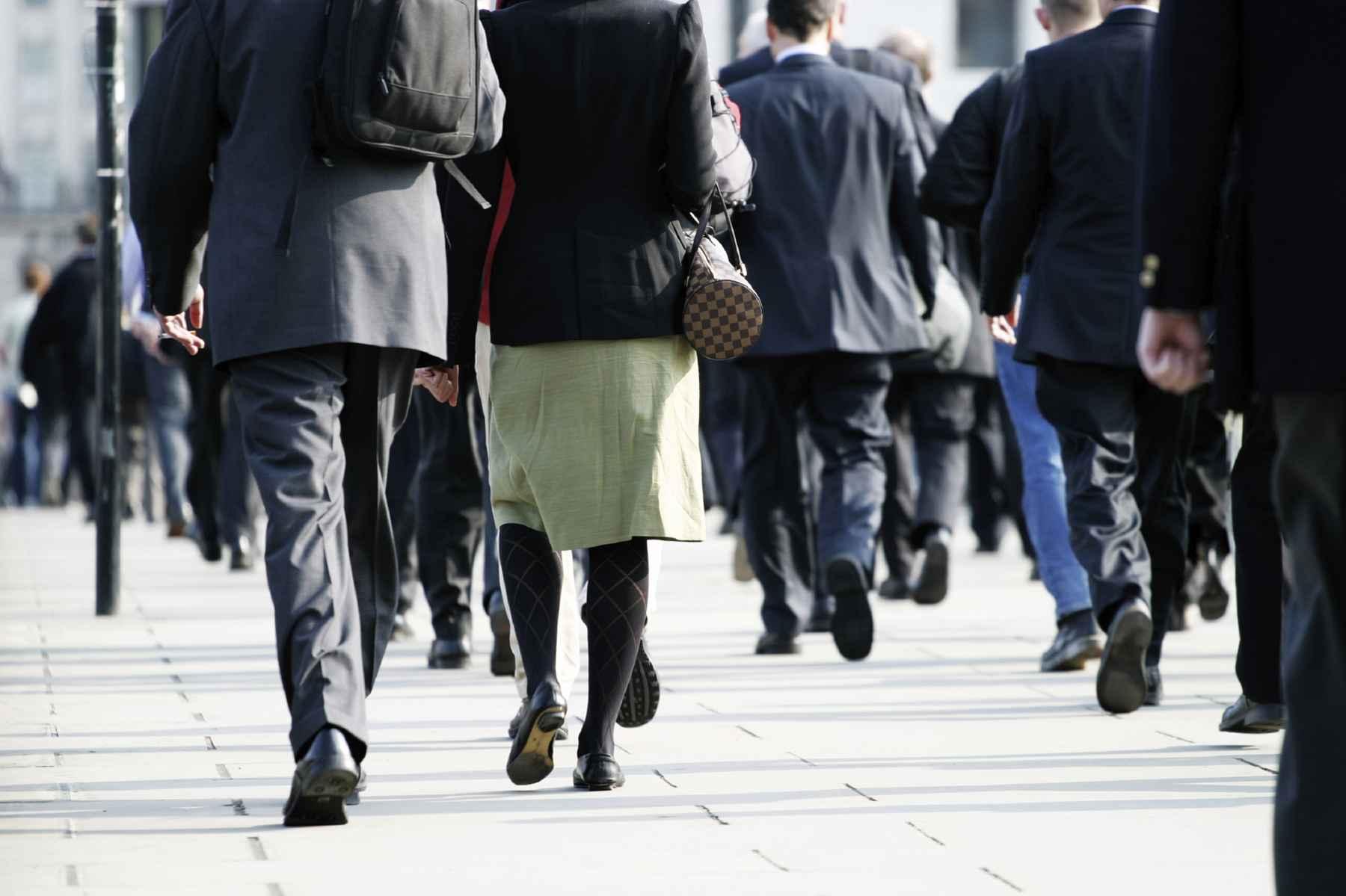 people-walking-in-city