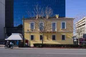Η έδρα της Eurolife - μπροστά το διατηρητέο οίκημα πρώη Οικία Δ. Ράλλη και πίσω ο μοντέρνος πύργος με τα νέα γραφεία